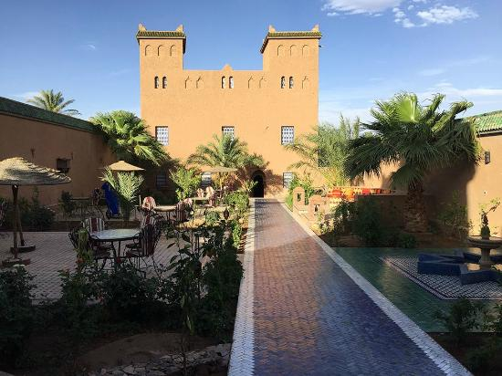 Le Sauvage Noble: The front courtyard