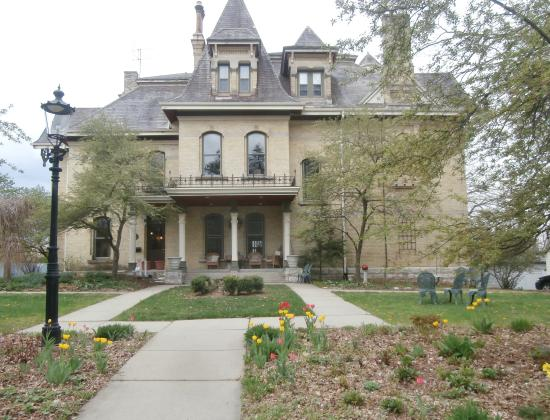 Inn at Pine Terrace : full view of mansion