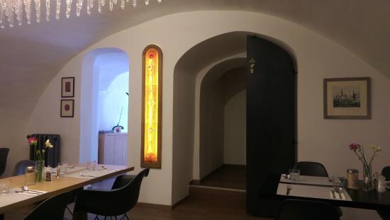 Hotel 100: Dining room
