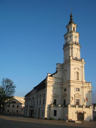 Ceramics Museum : ратуша и вход в музей (слева от башни)