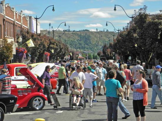 Classy Chassis Car Show on Main Street [credit Sumner Downtown Assoc]
