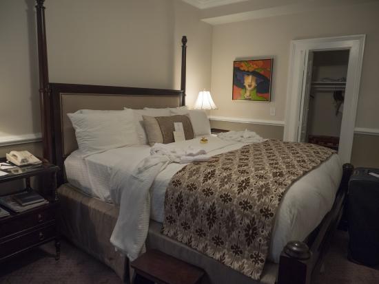 The Vendue Charleston's Art Hotel: Room 305