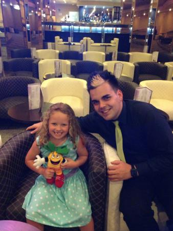 Fanabe Costa Sur Hotel: My youngest with Kevin (animation).