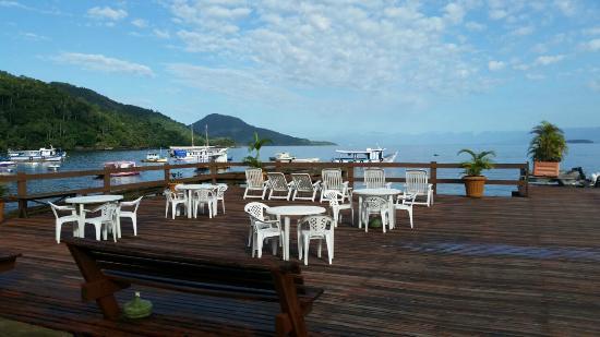 Pousada do Preto: Deck da pousada: área de banho de sol e vista para o mar