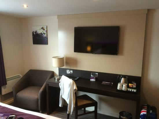 Premier Inn Wirral (Two Mills) Hotel: nice view from bed of tv on wall no straining needed