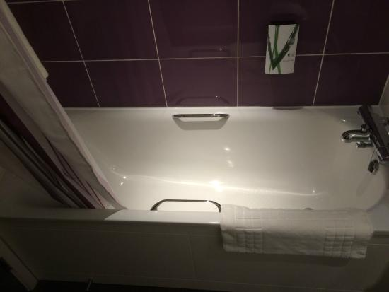 Premier Inn Wirral (Two Mills) Hotel: Cleanest bath you'll have see