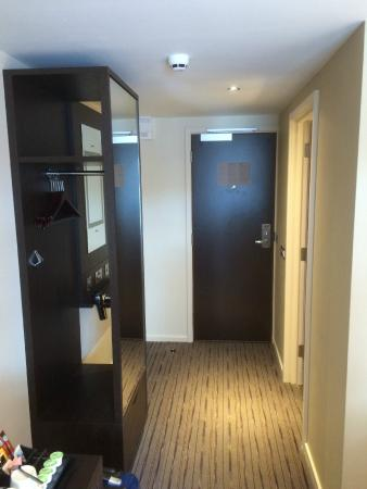 Premier Inn Wirral (Two Mills) Hotel: clean hallway