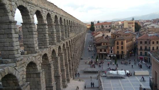 Hosteria Ayala Berganza: Aqueduto Romano