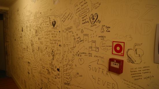 Santiago 31 Hostel: Mural no corredor