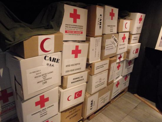 Museum City of Skopje : Examples of foreign aid parcels dropped in Skopje after the earthquake