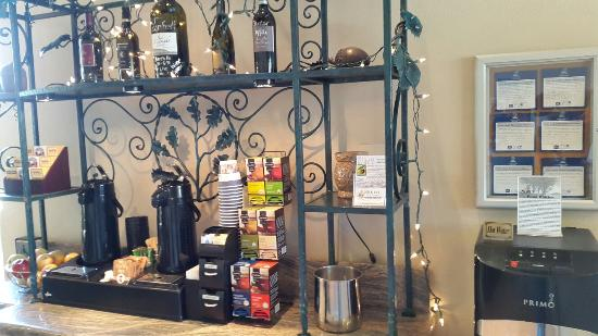 Best Western Plus Black Oak: Lobby free tea and coffee