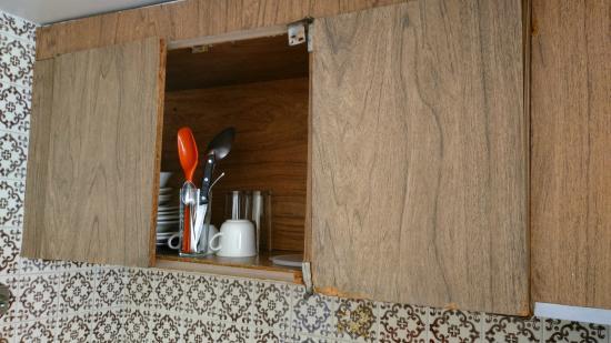 Las Torres Gemelas: La cocineta sin puertas