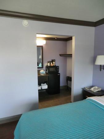 Hawthorne Plaza Inn: Room