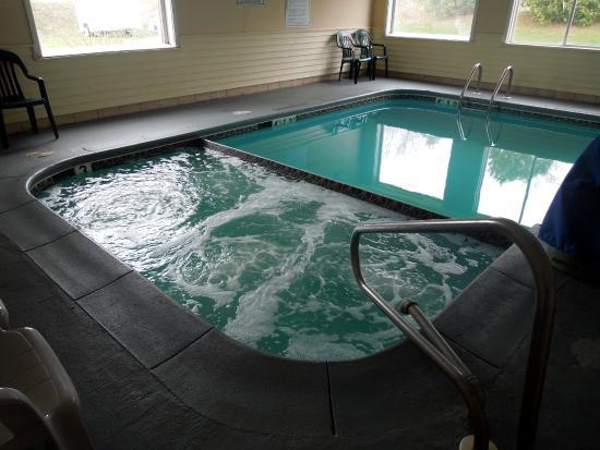 Econo Lodge: Hot Tub