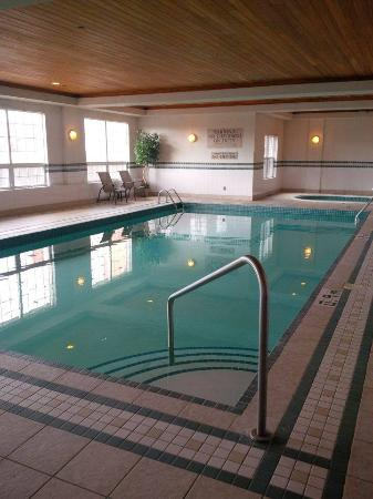 Country Inn & Suites By Carlson, Calgary-Airport, AB: pool