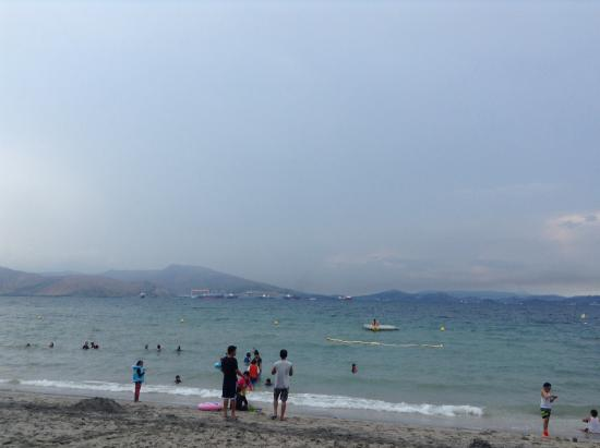 Camayan Beach Resort and Hotel: Cloudy afternoon