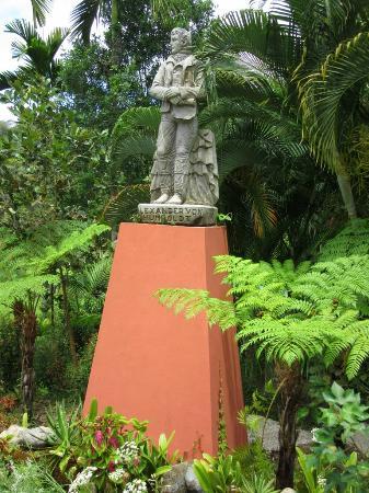 Memorial statue picture of vallarta botanical gardens - Puerto vallarta botanical gardens ...
