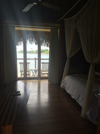 Le Meridien Tahiti: View into bungalow