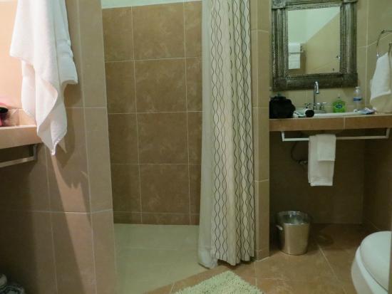 The Villa Tievoli: shower area