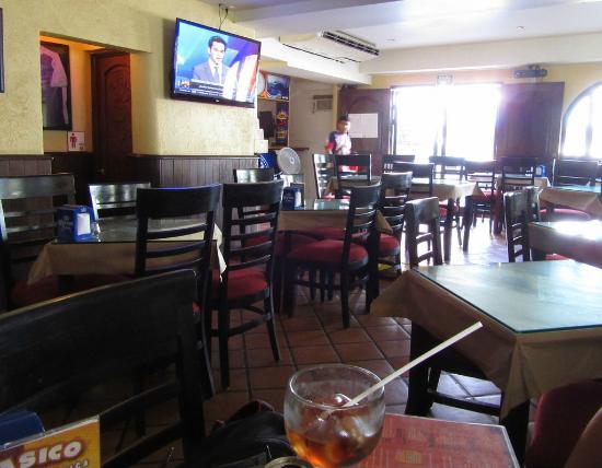 El Torito Sports Bar & BBQ House: Inside restaurant