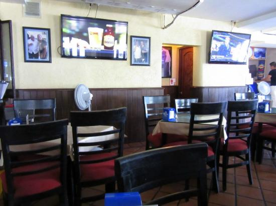 El Torito Sports Bar & BBQ House: Another view of inside