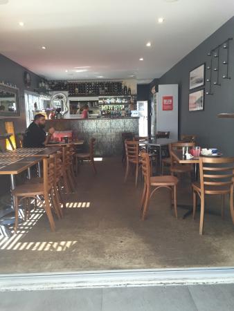 Shades Cafe & Wine Bar: photo0.jpg