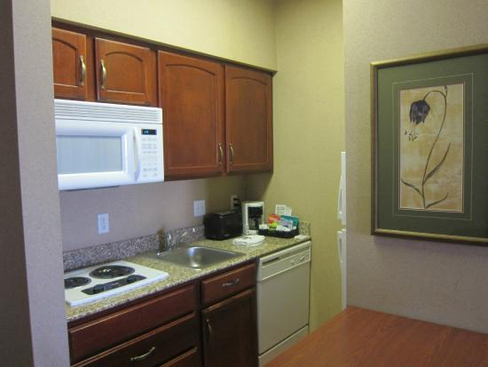Homewood Suites by Hilton Sioux Falls: Always nice to have a full kitchen for an extended stay!