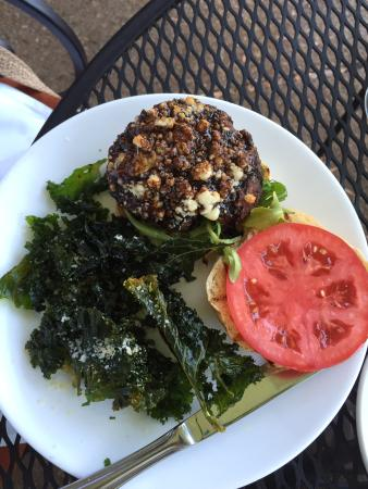 Big Sky Cafe: Big Sky burger and Kale chips