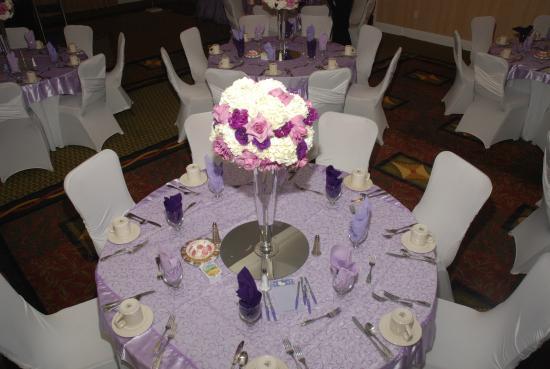 Hilton Garden Inn Palmdale : Dinning Table ~