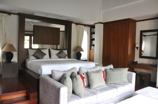 La Villa Rouge: Master bedroom