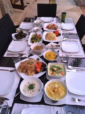 La Villa Rouge: Thai dinner prepared by the Chef