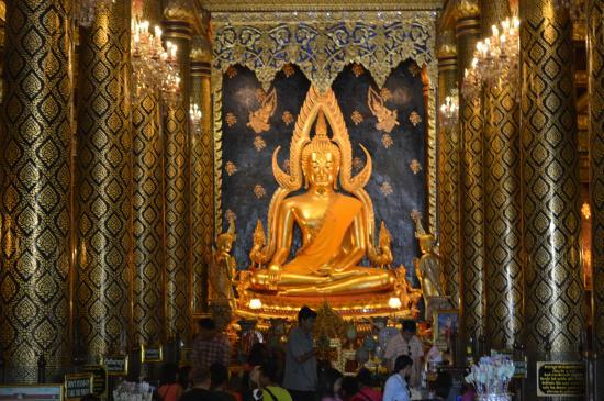 The Most Beautiful Phra Buddha - Photo de Phra Si Ratana Temple (Wat Yai), Ph...