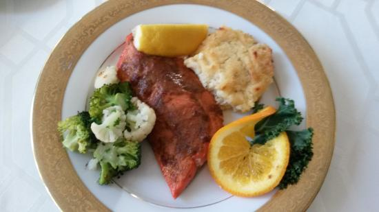 Belfair, WA: Wonderful Salmon Dinner (we opted for mashed potatoes instead of dessert btw)