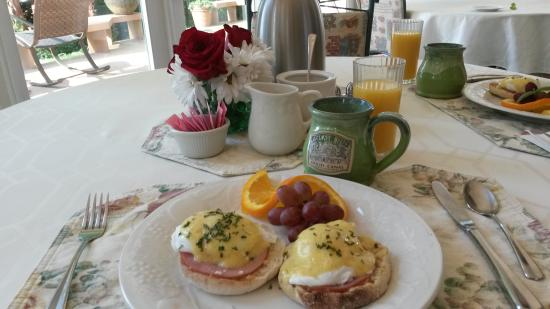 Belfair, WA: Perfectly cooked Eggs Benedict