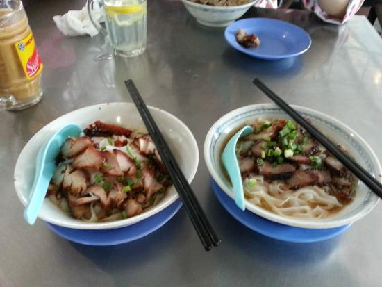 New Market: Dry Kueh Teow with sauce (on the left), Kueh Teow with soup (on the right)