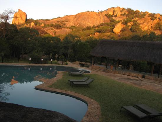 Matobo Hills Lodge: Pool and Dining Area
