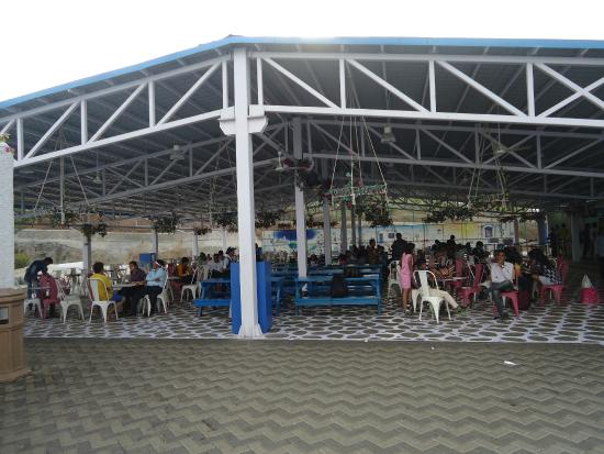Khopoli, India: Food Court at Aqua Imagica