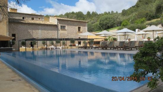 Son Brull Hotel & Spa: Outside dining by the pool