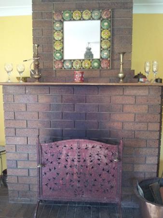 Gumtree on Gillies B&B: Fireplace