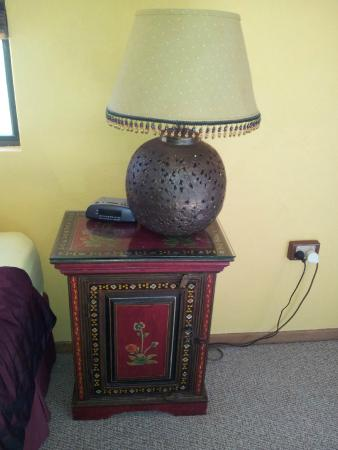 Gumtree on Gillies B&B: Lamp and stand