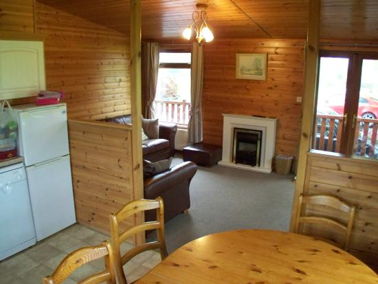 The Poplars - Rooms & Cottages: view from the kitchen into the living room.