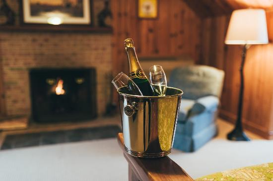 Christopher Place Resort: Your fireplace awaits in Woodland Escape