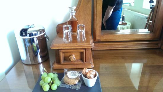 Samuel Fox Country Inn: Sherry and grapes!
