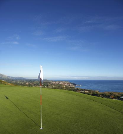 Golf Municipal de Llanes: Course set on cliffs above sea