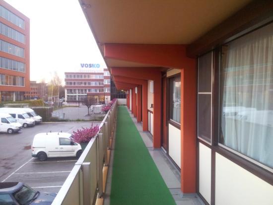 Campanile Hotel Gouda: Corridoio esterno alle camere
