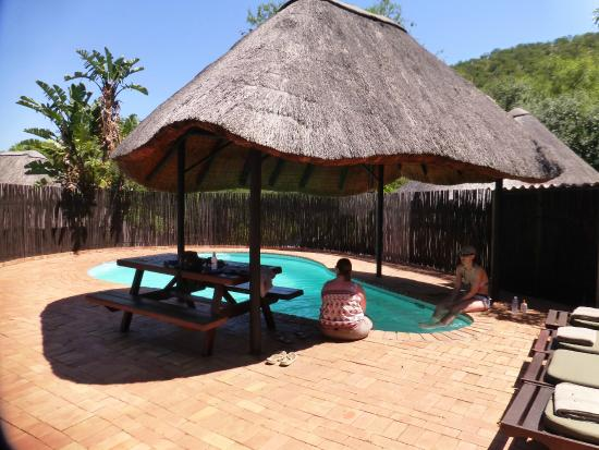 Mvubu River Lodge: Pool area