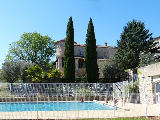 Belambra Clubs - Lou Castel : bâtisse et piscine