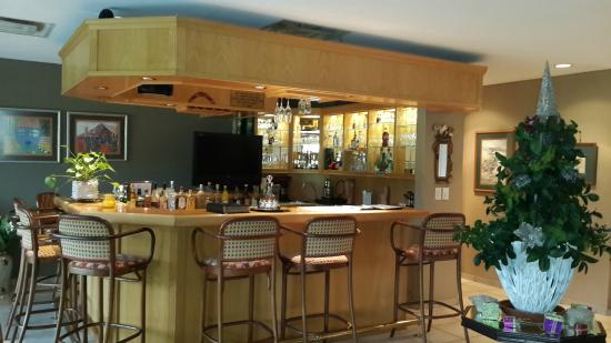 Mt. Edgecombe Golf Lodge: Bar - honesty bar service