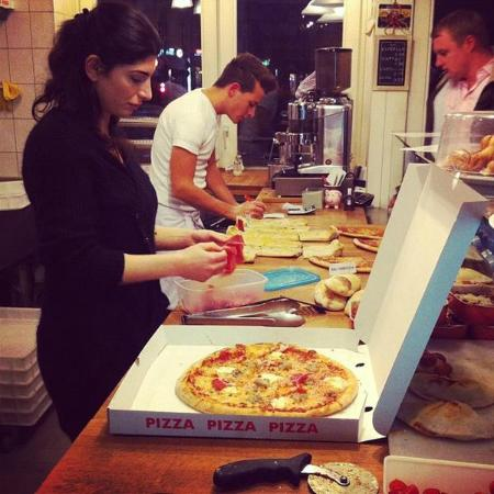 pizza nostra berlin prenzlauer berg restaurant avis num ro de t l phone photos tripadvisor. Black Bedroom Furniture Sets. Home Design Ideas