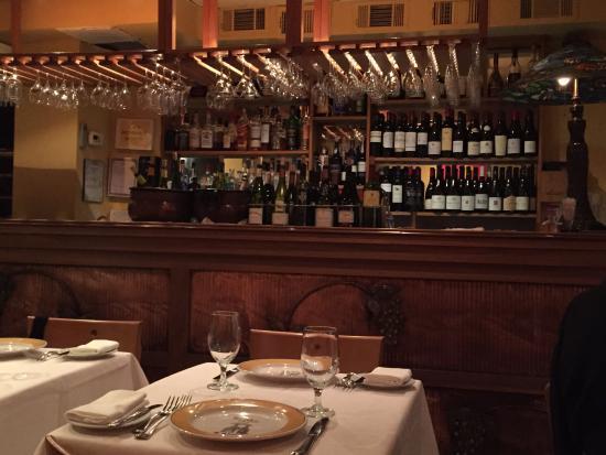 Bistrot Lepic & Wine Bar : Lepic Bar au rez-de-chaussee